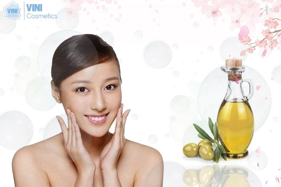 Sử dụng dầu ô liu giúp làn da luôn mịn màng