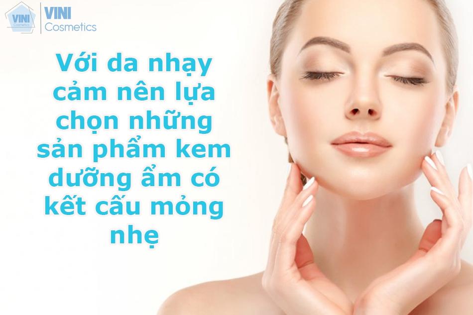 Kem dưỡng ẩm có kết cấu mỏng nhẹ cho da nhạy cảm